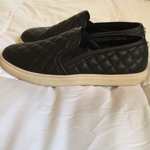72373938c5c Steve Madden Quilted Slip-ons. M 5a711324f9e501f8fbf90c07